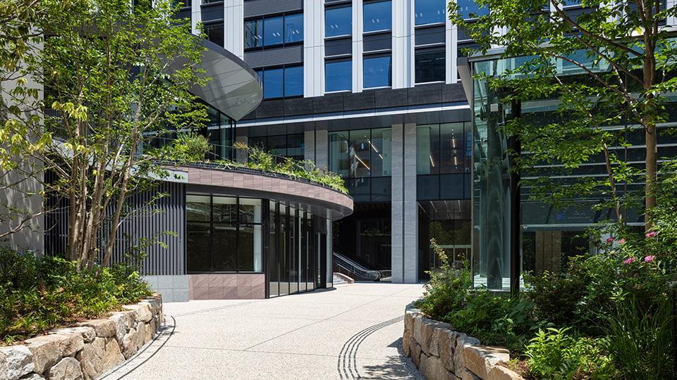 豊かな緑地空間の中にショップ・カフェ・レストラン続々オープン!